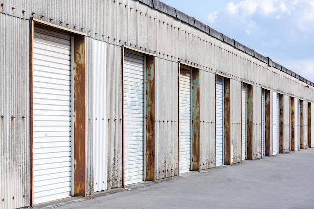 倉庫のドア