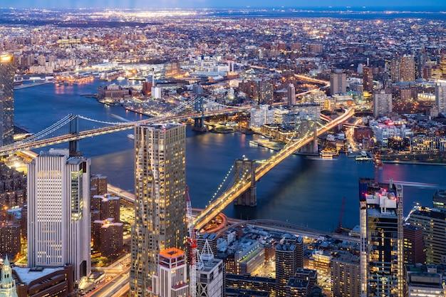 空中ブルックリンとマンハッタンブリッジニューヨーク