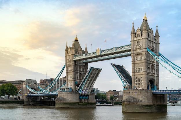 ロンドンタワーブリッジ