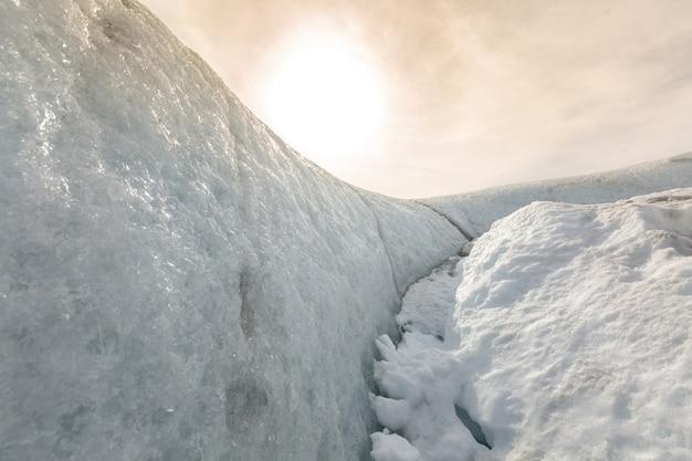 太陽と雪の地形