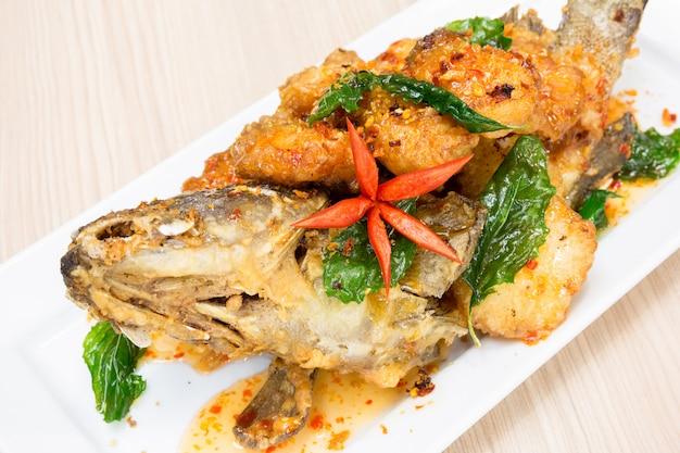 甘酸っぱいスパイシーソースハタの魚