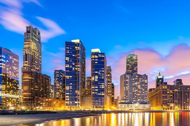 夜のシカゴのスカイライン。