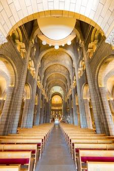 モナコ聖ニコラス大聖堂の内部