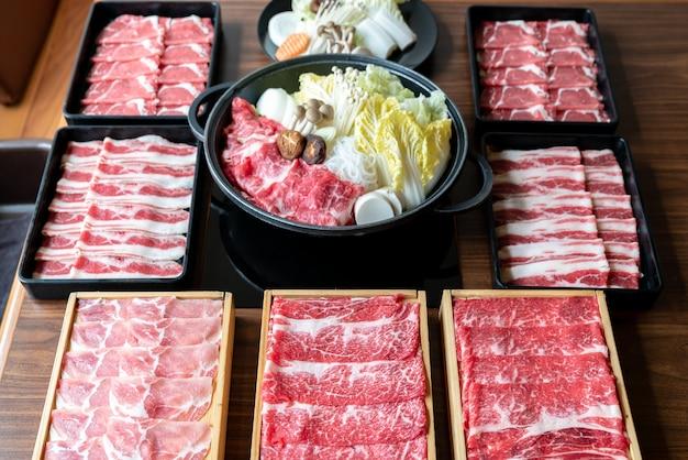 日本のすき焼きセット