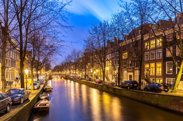アムステルダムの運河の夕日