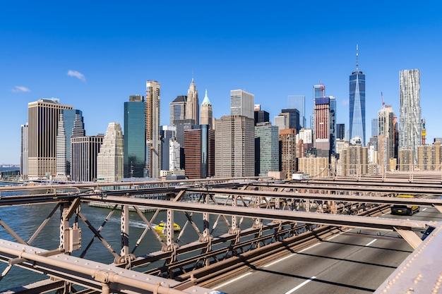 より低いマンハッタンの高層ビル