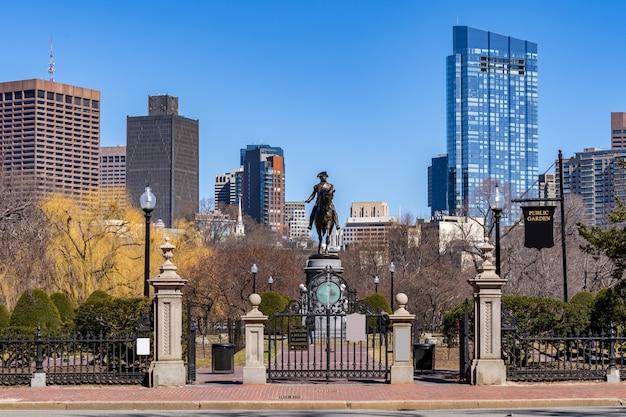 Статуя бостона джорджа вашингтона