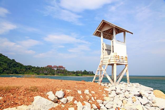 ビーチでの見張り塔