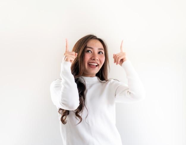 Портрет молодой взрослой девушки