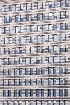 Окна фасада офисного здания