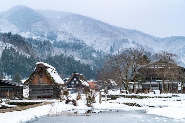 白川郷雪冬日本