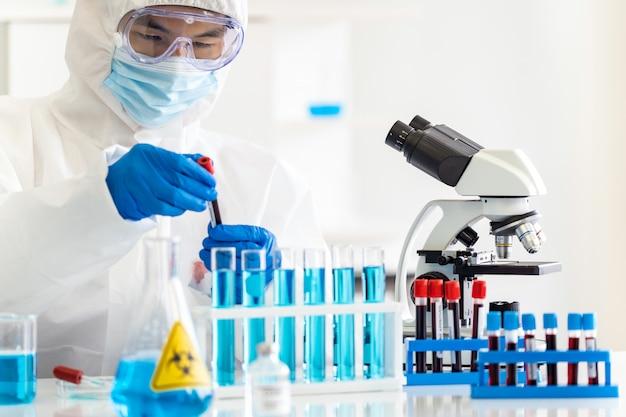 Ученые тестируют и исследуют