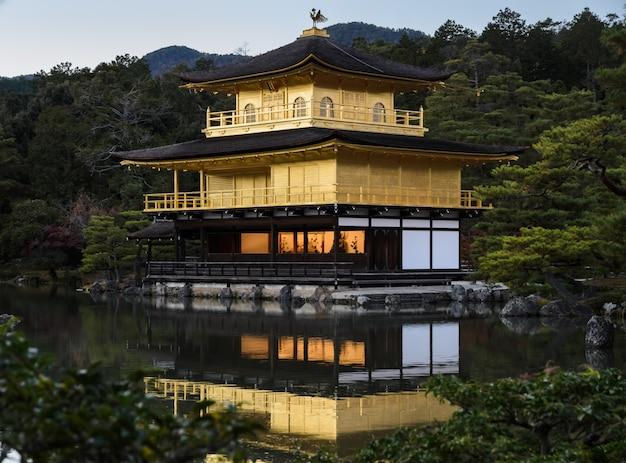 Храм кинкакудзи в киото, япония
