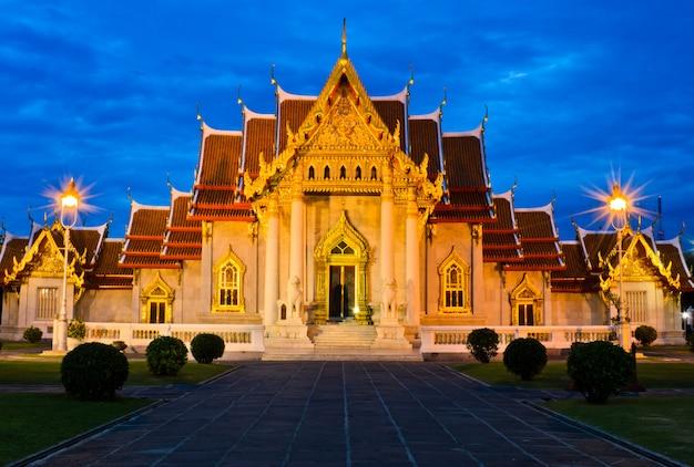 Красивый мраморный храм в таиланде