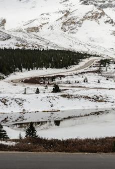 コロンビアアイスフィールドのジャスパー国立公園、アルバータ州、カナダの冬景色