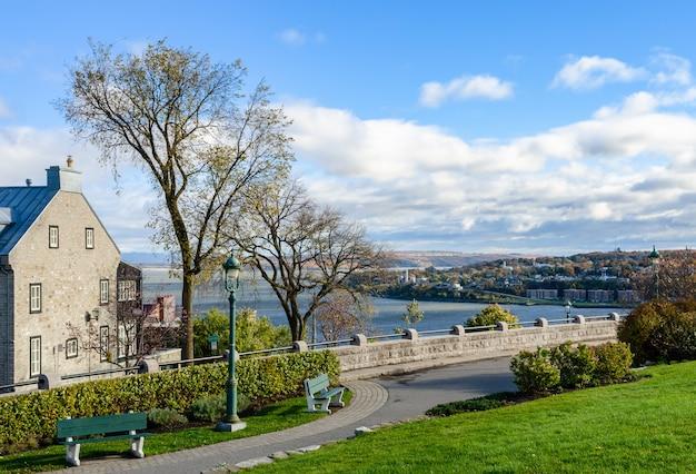 Цитадель квебека и река святого лаврентия в квебеке, канада
