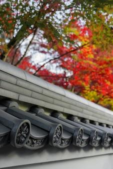 京都の永観堂または禅林寺の秋の日本寺の屋根