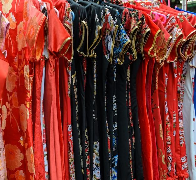店で伝統的な中国服