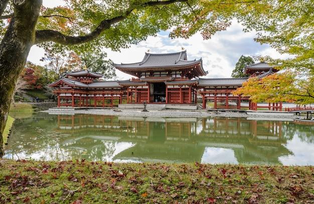 Храм бёдо-ин (зал феникса) - буддийский храм в удзи, префектура киото, япония.