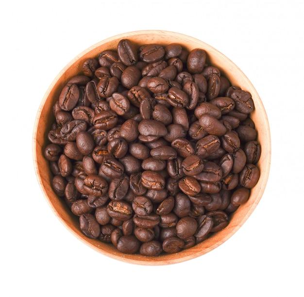 分離された木製のボウルにコーヒー豆