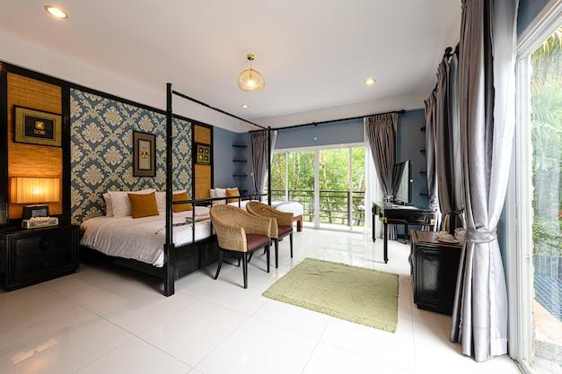 Интерьер спальни в отеле на пхукете, таиланд
