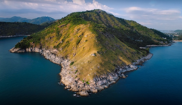 トップビュー熱帯の島、プロンテップ岬プーケット、タイの空撮