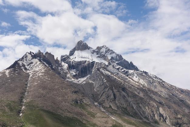 山の頂上、ヒマラヤ山脈、ジャム&カシミール、インドを閉じる