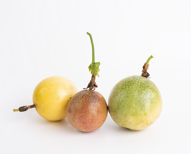 パッションフルーツを混ぜる
