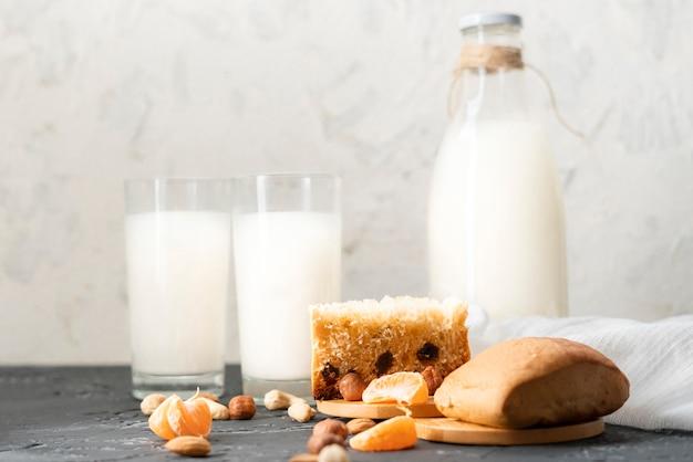 Здоровая легкая диетическая булочка с натуральными орехами и сухофруктами