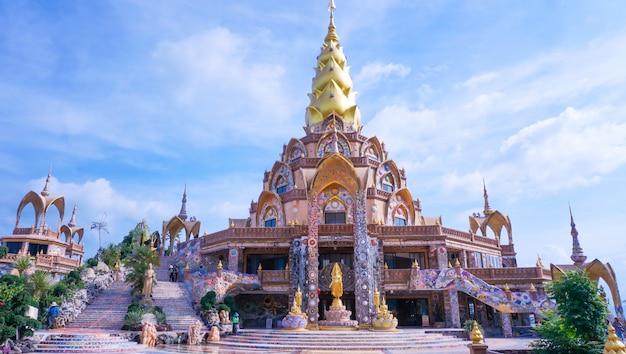 タイの大きな寺院