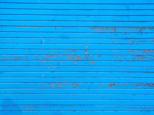 ストライプの青い壁