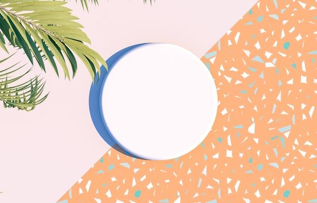 Пустая белая коробка цилиндра на летней сцене с тропическими пальмовыми листьями. вид сверху