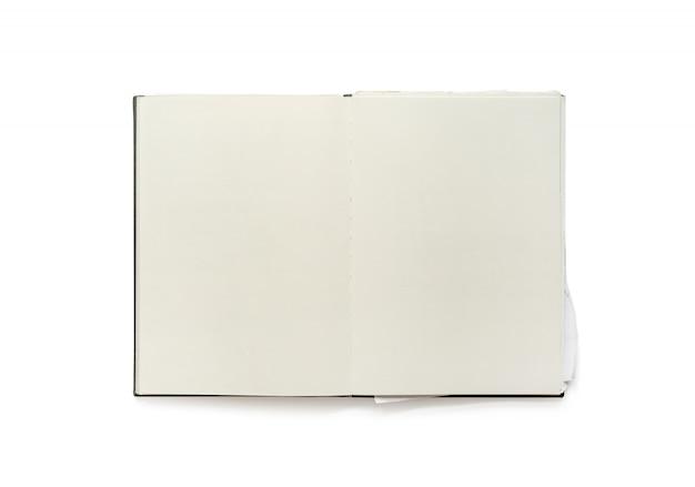 白い背景上に分離されてヴィンテージ空白ノートブックを開く。
