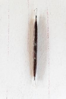 彫刻ツール白い背景の上のアートとクラフトツール。閉じる。