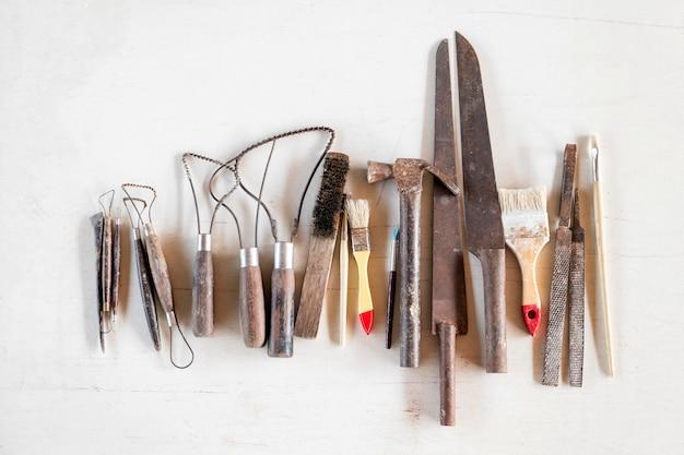 彫刻ツール白い背景の上の芸術や工芸品のツール。