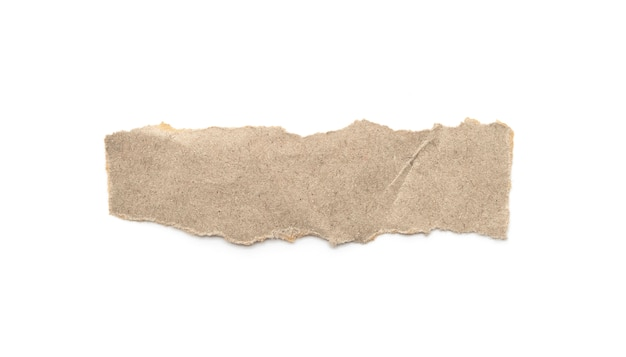 白い背景の上の再生紙クラフトスティック。茶色の紙の破れたまたは破れた紙片