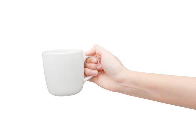 Кофейная чашка в руке на белом