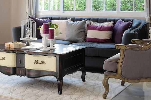 クラシックソファーのある豪華なリビングルームのデザイン