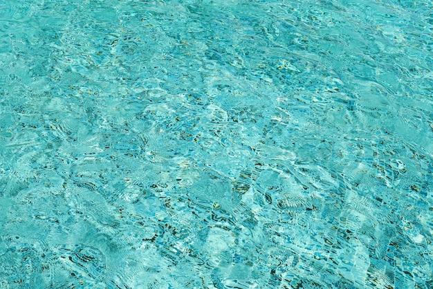 水色のプールの波紋の水の背景