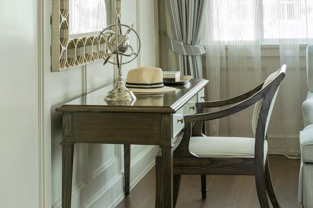 家庭用ドレッシングテーブル付きクラシックな木製椅子