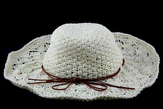 黒の背景にタイの自然から白い帽子