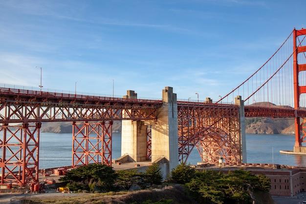 Вид на знаменитую достопримечательность мост золотые ворота. сан-франциско, калифорния, сша