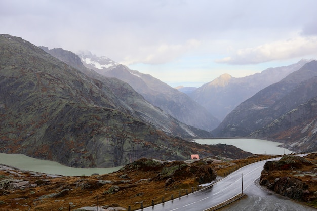 スイスの自然と環境の風景山の眺め
