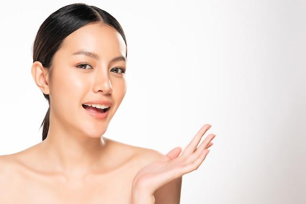Красивая молодая азиатская женщина с чистой свежей кожей. уход за лицом, уход за лицом, концепция красоты и косметики.