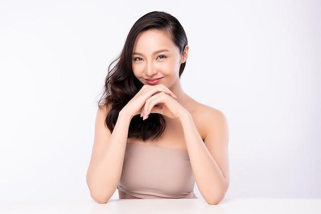 Портрет женщины красоты, красивая молодая азиатская женщина с чистой свежей здоровой кожей, уход за лицом.