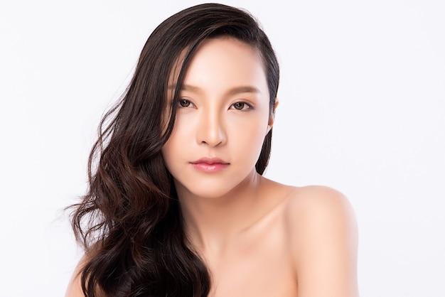Крупным планом красоты женский портрет лица, красивая молодая азиатская женщина с чистой свежей здоровой кожей, уход за лицом.