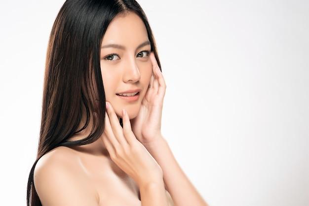 きれいなフレッシュスキンと美しい若いアジアの女性
