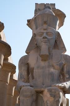 ルクソール寺院像