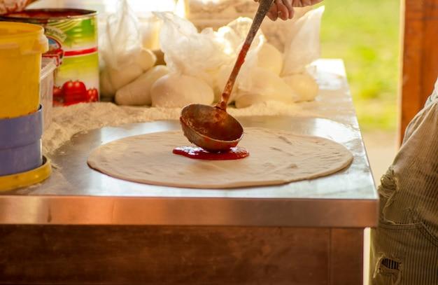Начинка томатного соуса на тесто для пиццы