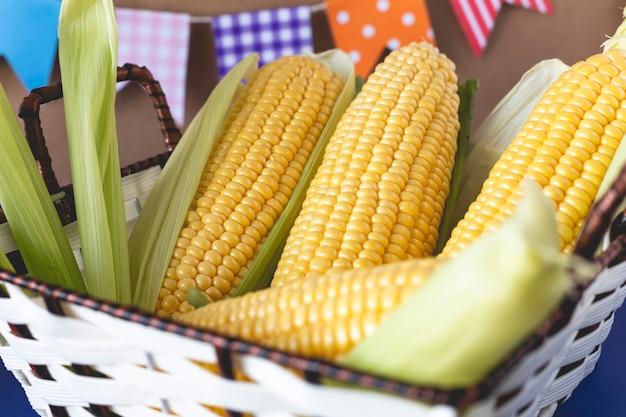 Запеченная кукуруза типичная бразильская хунина